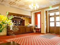 Отель Kolonna Cesis, рецепция в холле