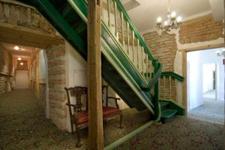 Отель St.Olav, лестница в холле