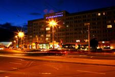 Гостиница Калининград, внешний вид ночью