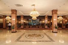 Отель SK Royal, рецепция в холле