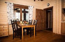 Финский дом, гостиная и столовая