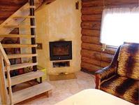 Дом пряник, камин и лестница