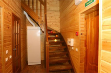 Коттедж 6+2, лестница в холле