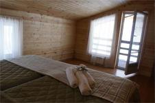 Коттедж 8+2, комната с балконом