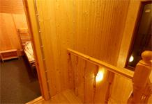 Коттедж  № 7, лестница и спальни на втором этаже